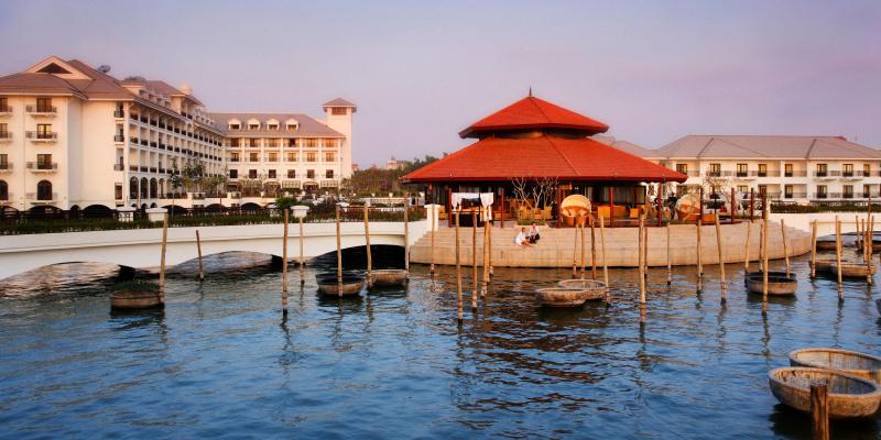 Top 8 Khách sạn có bể bơi sang trọng nhất Hà Nội