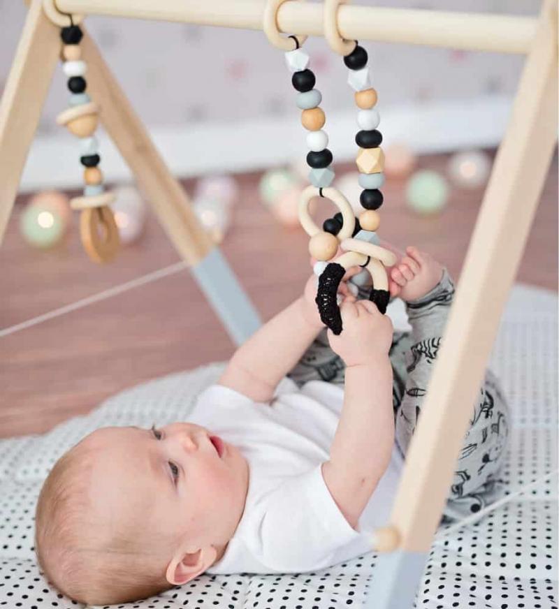 Top 10 Đồ chơi cho trẻ sơ sinh tốt nhất cho sự phát triển toàn diện những năm tháng đầu đời
