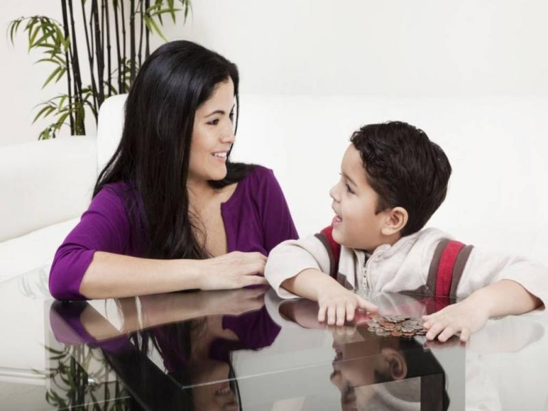Top 10 Việc cha mẹ tuyệt đối không nên làm trước mặt con