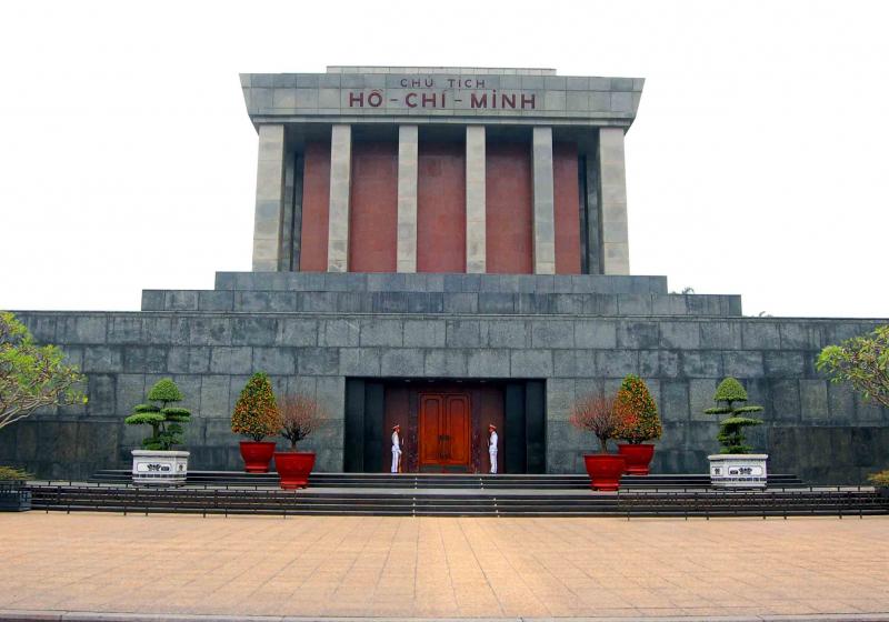Top 10 địa điểm không nên bỏ qua ở Hà Nội