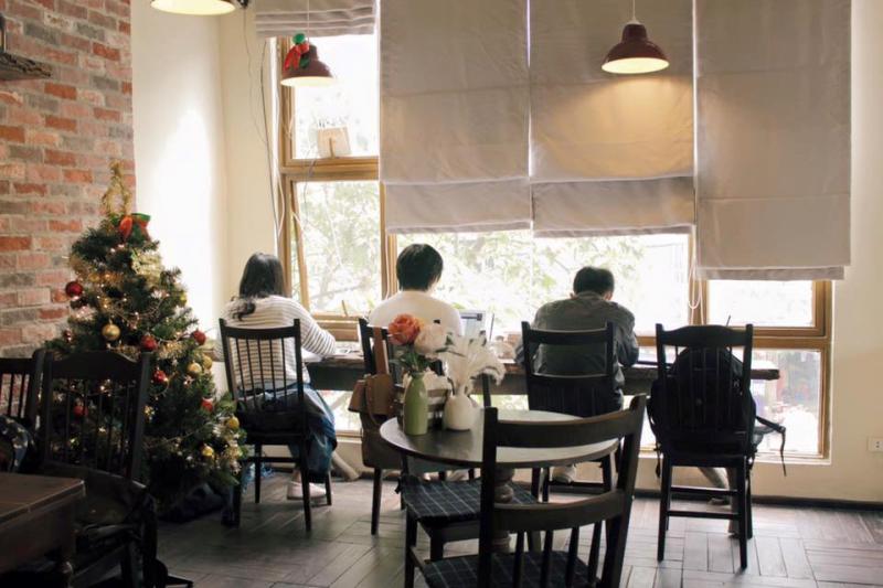 Top 7 Quán cafe, trà sữa đẹp nhất đường Trần Quốc Hoàn, Hà Nội