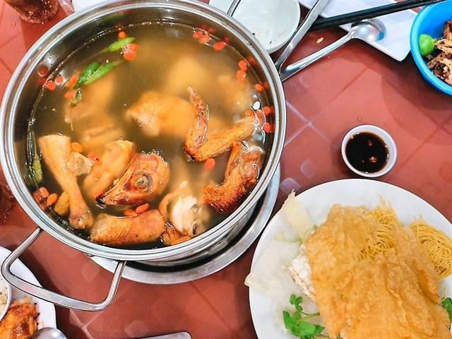 Top 7 Quán lẩu gà tiềm ớt hiểm ngon nhất ở Sài Gòn