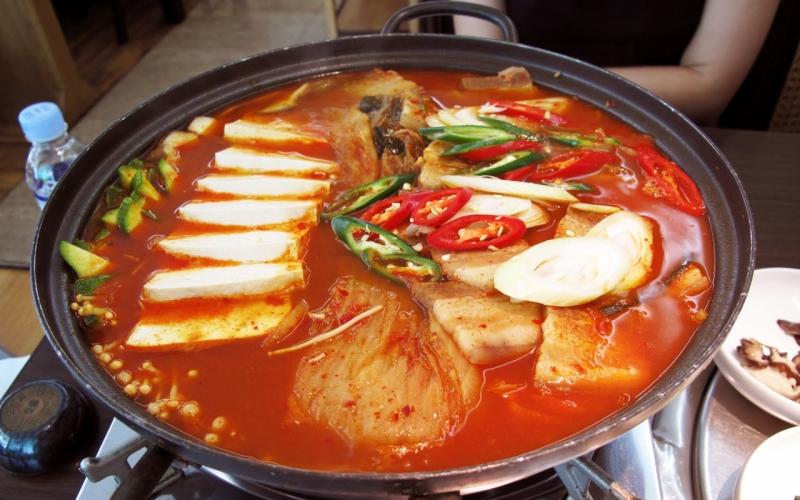 Top 10 Món lẩu ngon của Hàn Quốc cho bữa tiệc gia đình kì nghỉ lễ 30/4-1/5