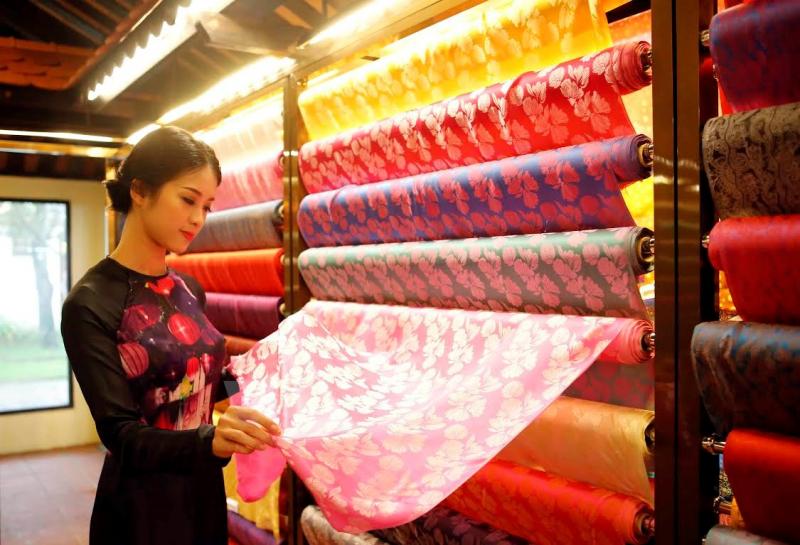Top 10 Cách phân biệt các loại vải lụa