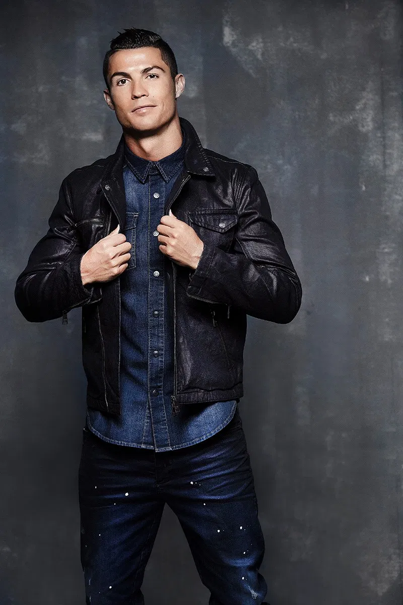 Ronaldo và dàn sao bóng đá gây ấn tượng khi làm người mẫu