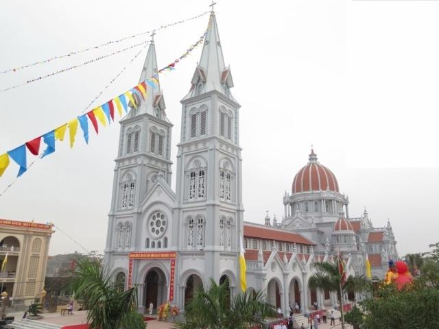 Top 8 Nhà thờ đẹp và nổi tiếng nhất ở Nghệ An
