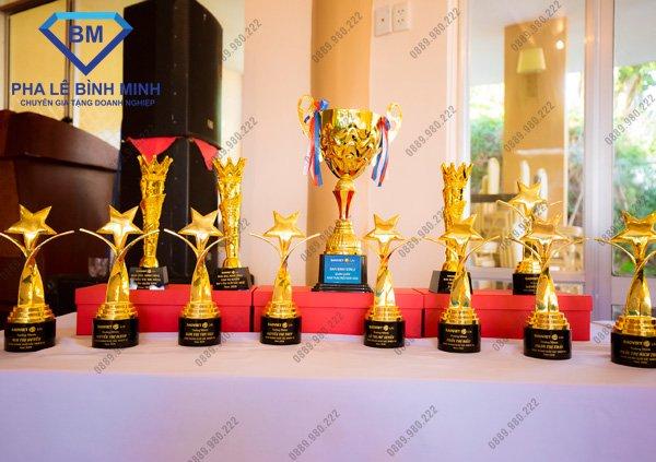 Top 5 Xưởng sản xuất Kỷ niệm chương, Cúp pha lê uy tín tại Hà Nội