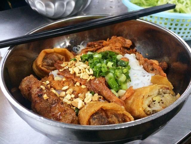Top 11 Quán bún thịt nướng ngon nhất tại Sài Gòn