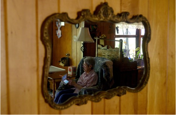 """88 tuổi vẫn chơi game hơn 3.500 giờ, """"game thủ"""" bá đạo tự tin: """"Càng về già chúng ta càng dành nhiều thời gian cho game hơn"""""""