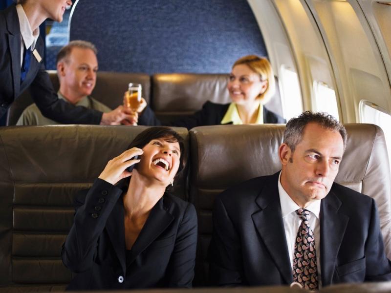 Top 14 Điều không nên làm khi đi máy bay
