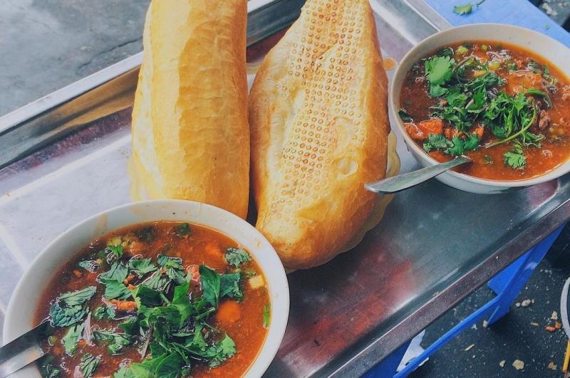 Top 15 Quán bánh mì sốt vang ngon nhất ở Hà Nội