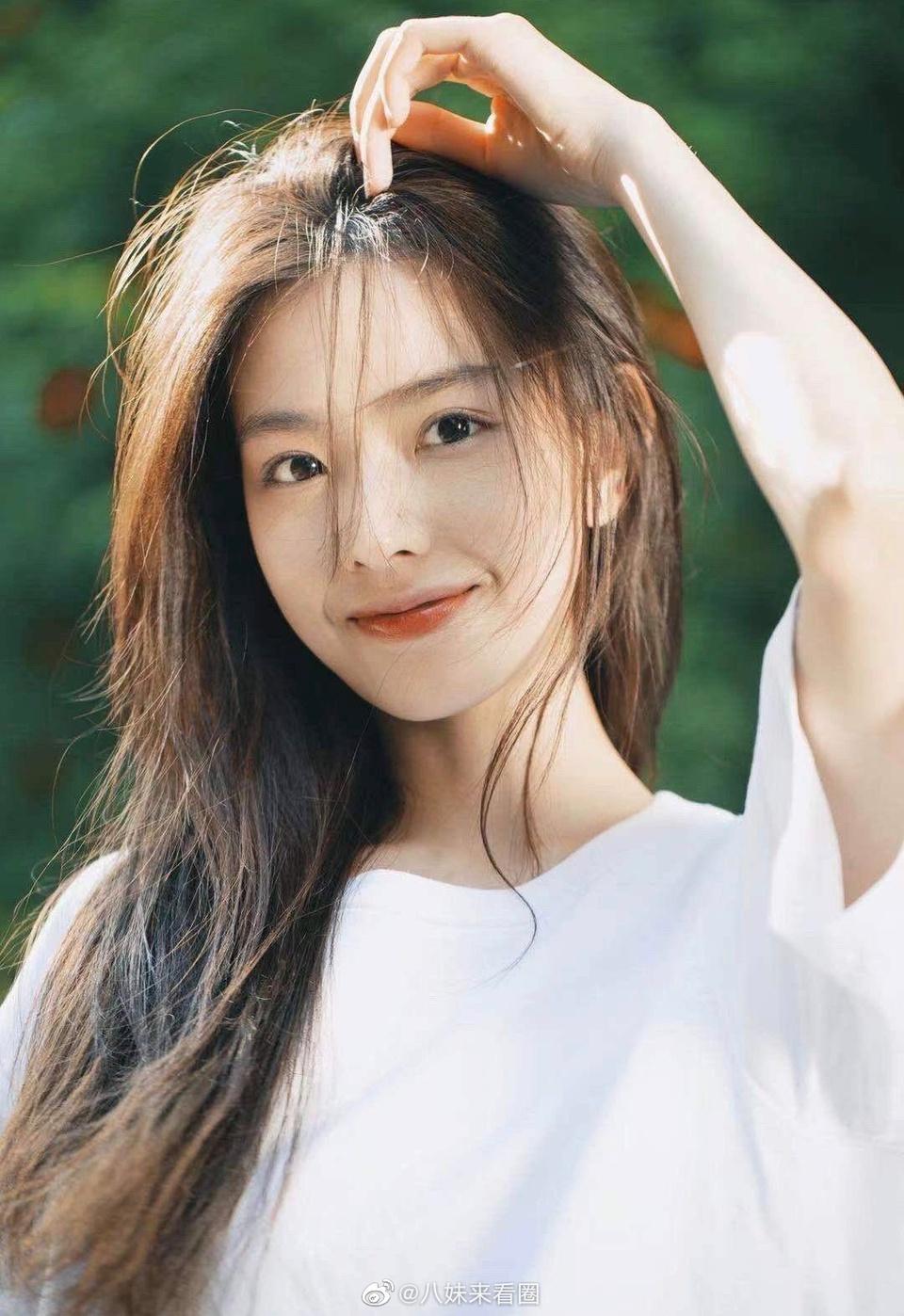 Hot girl kiếm bộn tiền sau vụ ồn ào với Vương Tư Thông