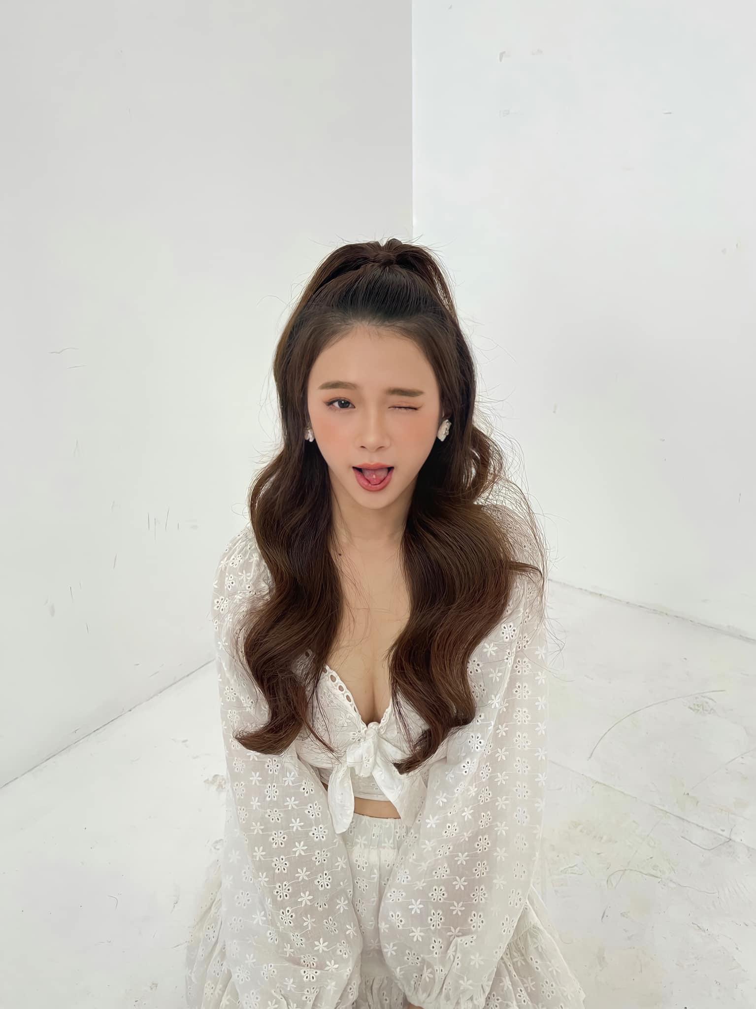"""Ở tuổi 19, hot girl Linh Ka ngày càng gợi cảm """"hút mắt"""" người hâm mộ - Ảnh 2."""