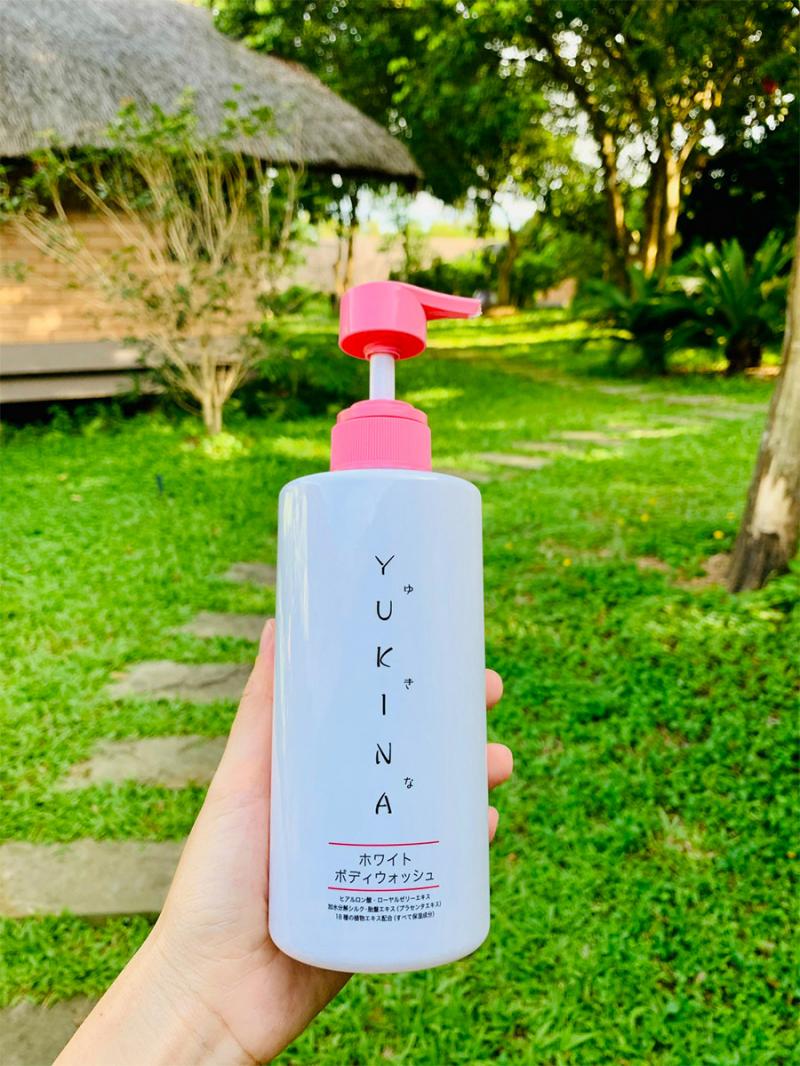Sữa tắm Trắng Da Yukina (Yukina White Body Wash)