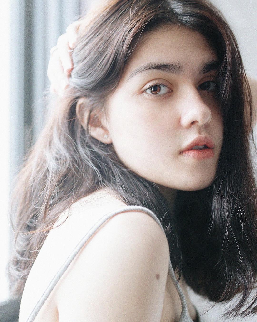Thiếu nữ Việt lai 3 dòng máu xinh như búp bê làm người mẫu từ tuổi 16