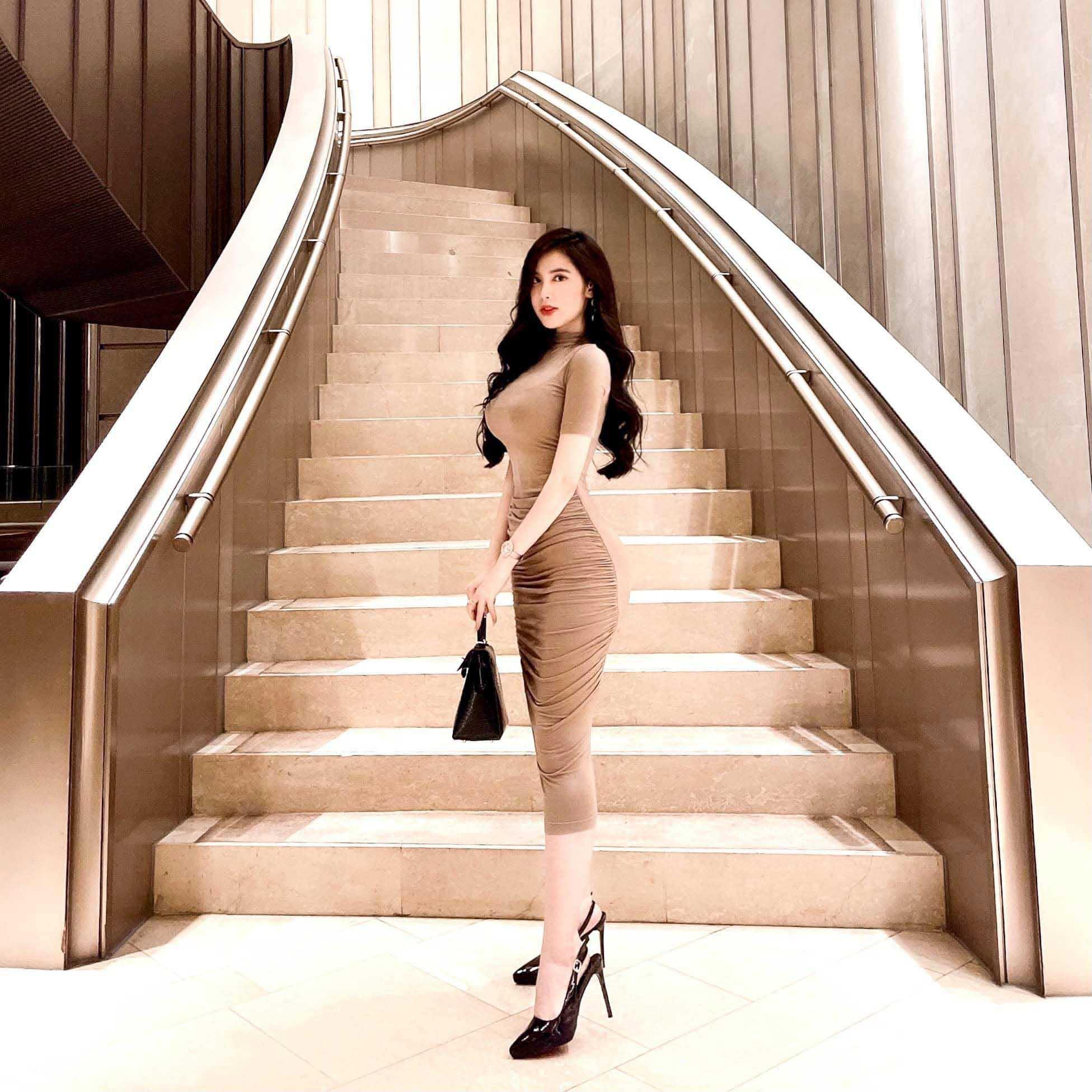 """""""Thiên thần áo dài Đồng Tháp"""" tiết lộ thu nhập khủng nhờ làm người mẫu"""