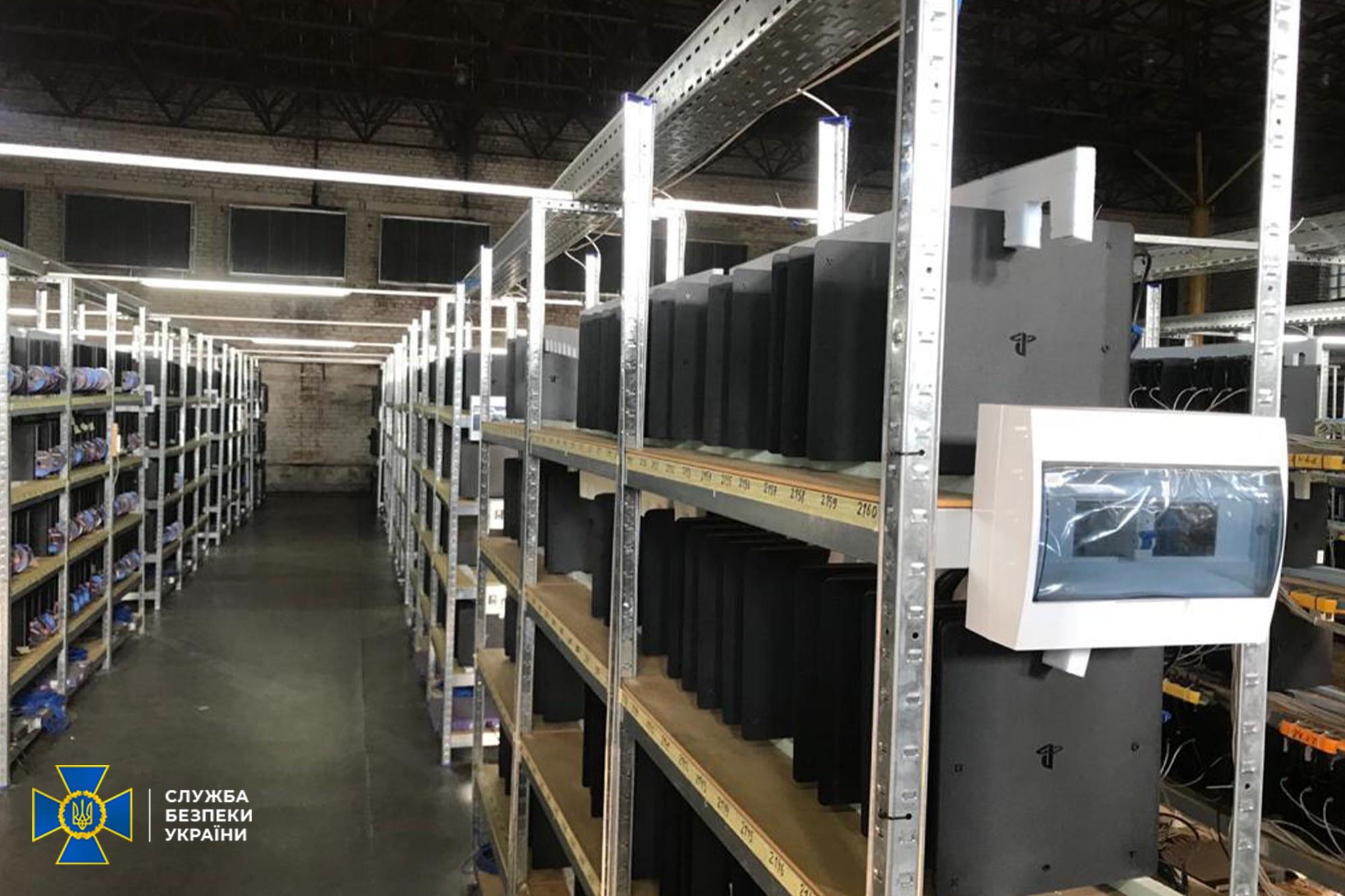 Dùng 3.800 máy PlayStation 4 làm máy đào coin