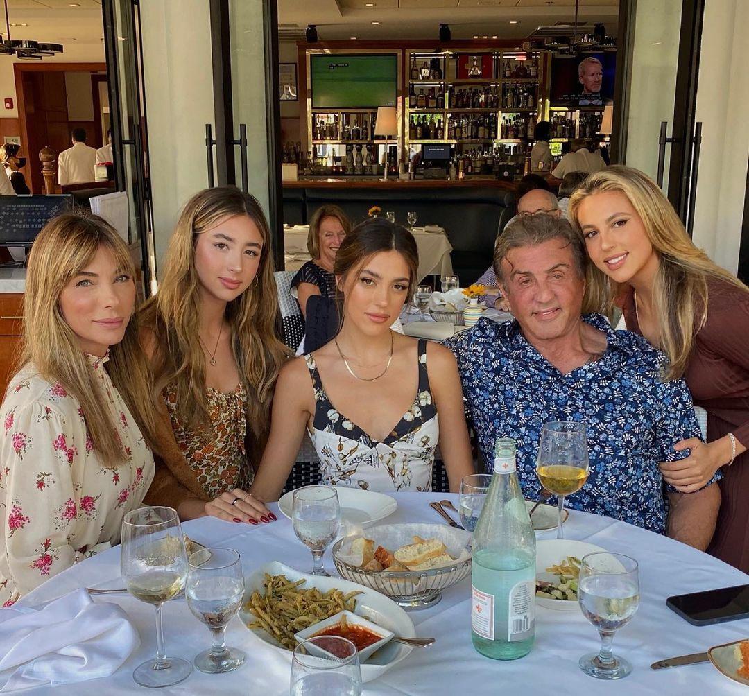 Ba con gái của tài tử 'Rambo' cao như người mẫu chuyên nghiệp