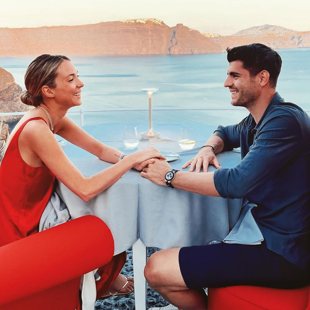 Vợ người mẫu của tiền đạo Tây Ban Nha bị fan cuồng đe dọa