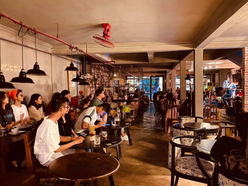 Một góc của quán mang cảm giác gần gũi, thân thuộc tại 1985 Cafe
