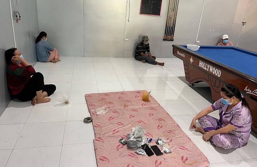 Chủ cơ sở Funny Game cùng 5 người tụ tập đánh bạc