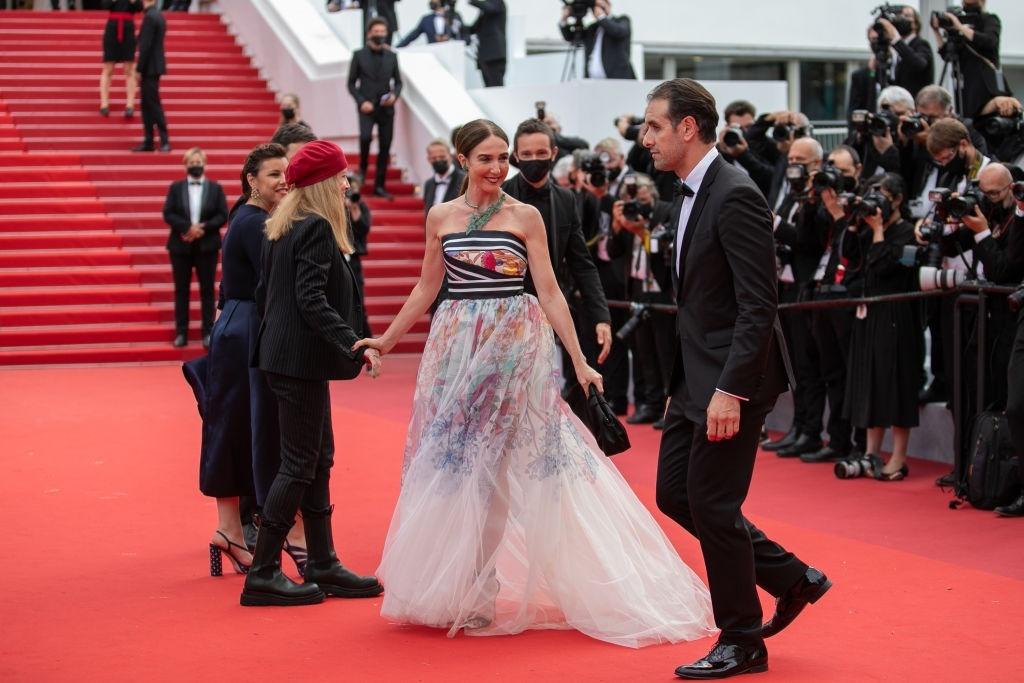 Sao nữ xăm mình gây chú ý tại thảm đỏ Cannes