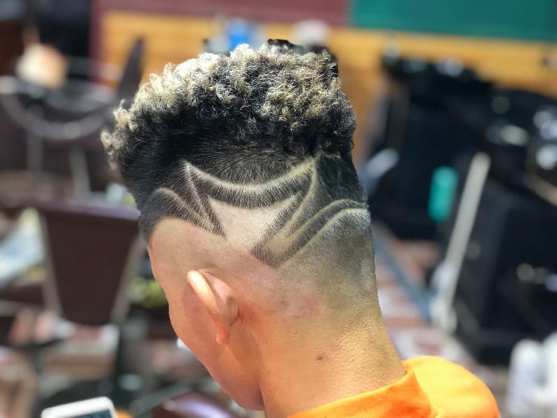 82KA Barbershop luôn tìm tòi, sáng tạo ra những phong cách tóc phù hợp nhất cho các chàng, với các tay thợ kinh nghiệm, chuyên nghiệp và tỷ mỉ