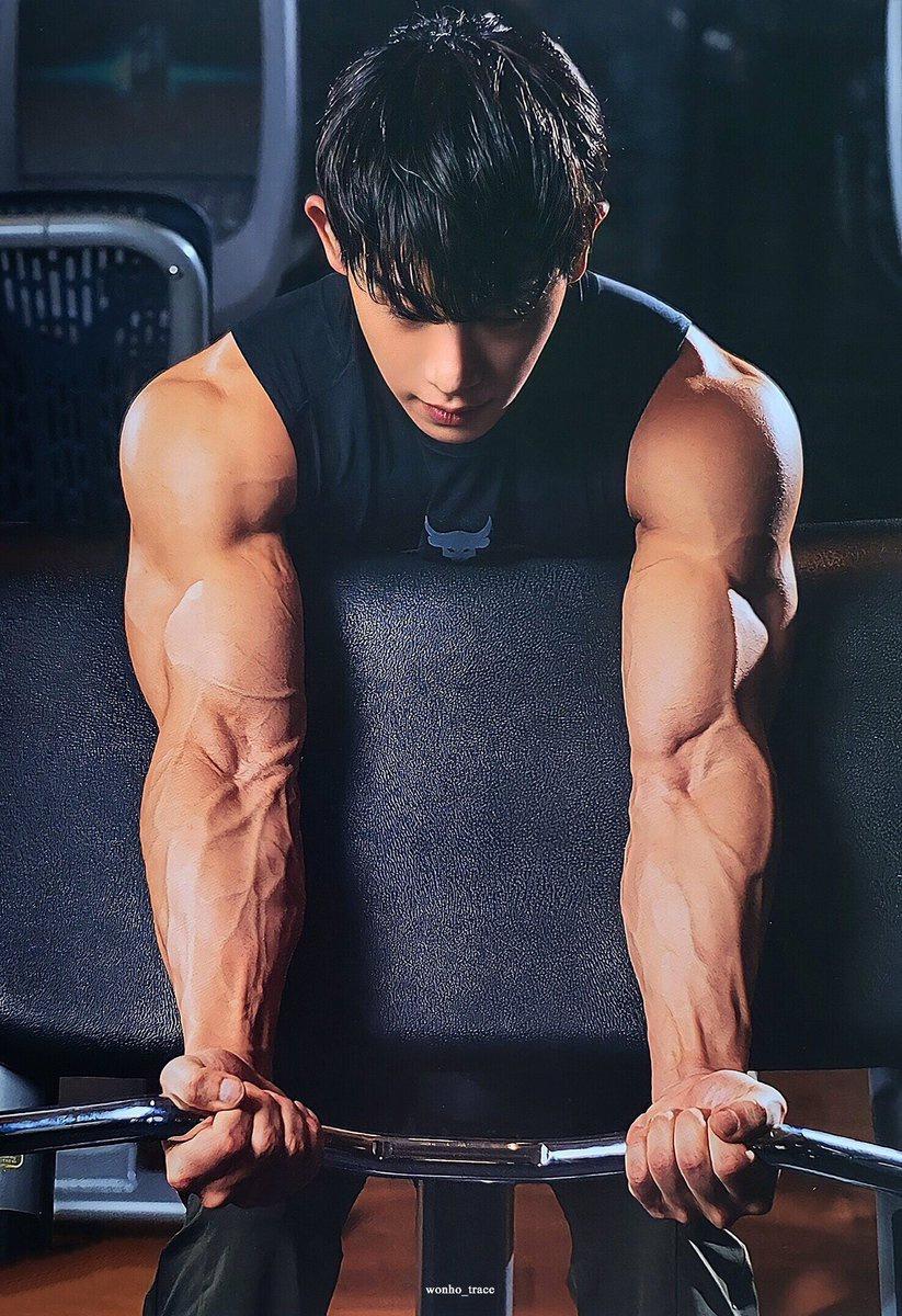Nam ca sĩ có cơ bắp như vận động viên thể hình