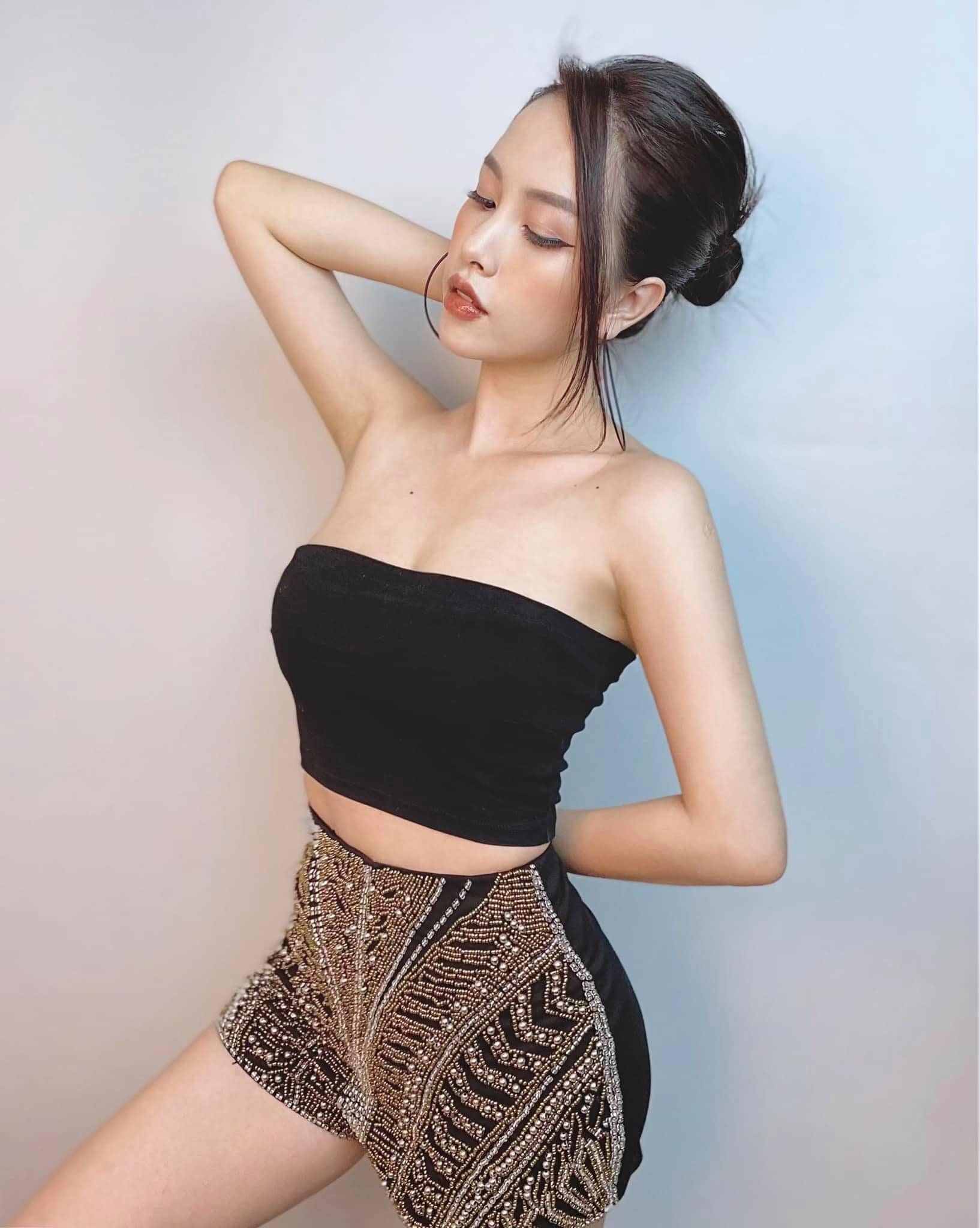 Hot girl Sài thành là vợ đại gia bán kim cương: 2 lần sinh nở dáng vẫn gợi cảm tuyệt đối