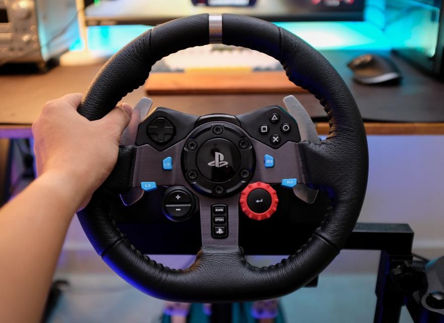 Dịch vụ cho thuê vô lăng lái xe, máy chơi game PS4 nở rộ mùa dịch
