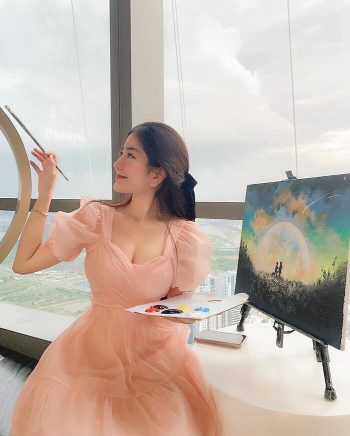 Hot girl Võ Ngọc Trân phản ứng trước bình luận sửa mặt