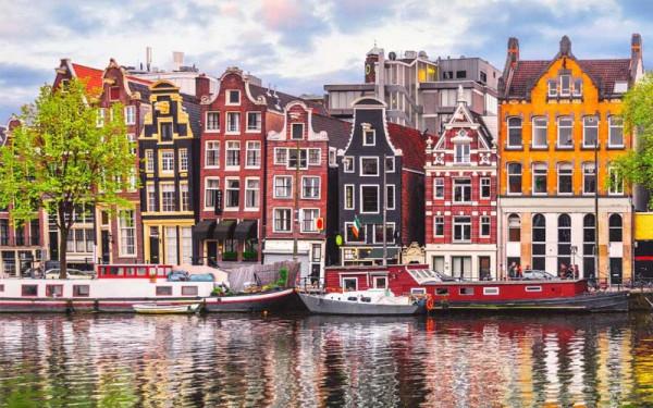 Những ngôi nhà đầy màu sắc ở Amsterdam