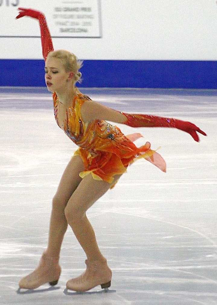 Anna Alexeyevna Pogorilaya sinh năm 1998 tại Nga