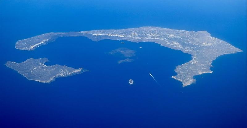 Santorini Caldera, nơi được một số ý kiến cho là địa điểm Atlantis bị nhấn chìm