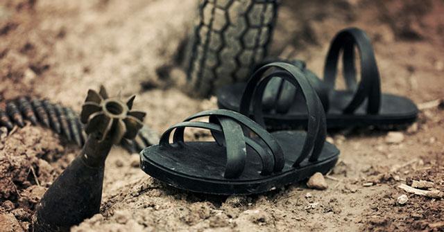 Top 6 Dàn ý thuyết minh về đôi dép lốp thời kháng chiến – lớp 8 hay nhất