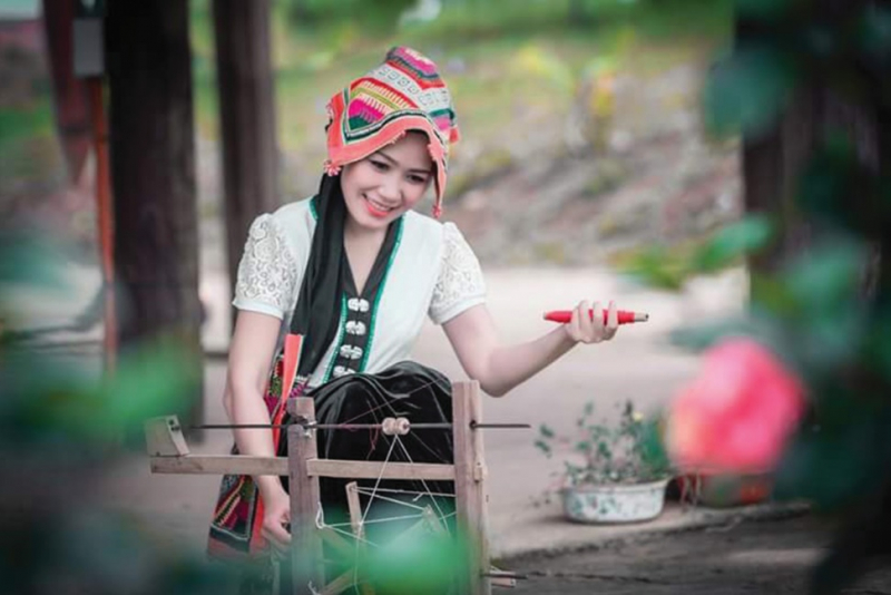 Cô gái Thái tại bản Mển