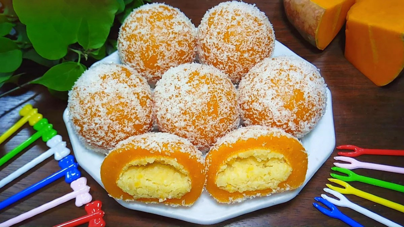 Bánh bí đỏ bọc dừa