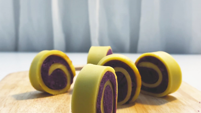 Bánh khoai lang tím cuộn