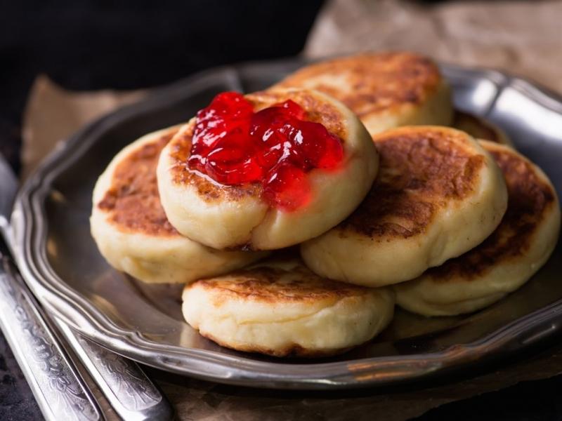 Bánh Syrniki (Nga)