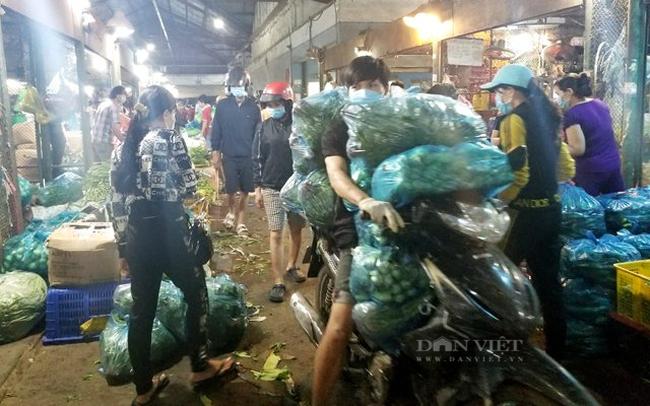TP.Hồ Chí Minh: 3 chợ đầu mối lớn đóng cửa, nghìn tấn nông sản ùn ùn lên Facebook, Zalo - Ảnh 1.