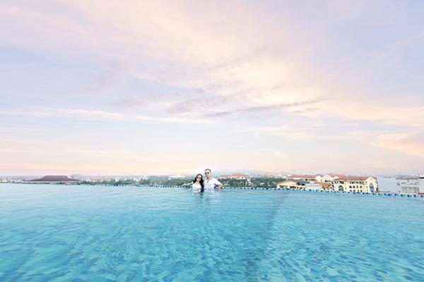 Ở đây du khách có thể thư giãn tuyệt đối trong làn nước trong xanh