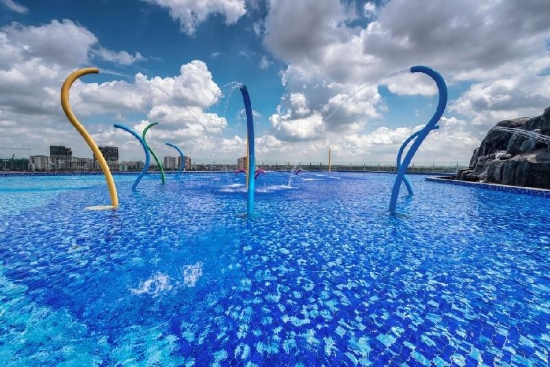 Bể bơi vô cực Vincom Plaza Long Biên