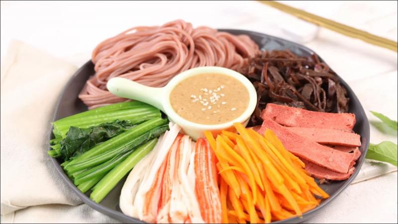 Bún gạo lứt trộn rau củ thanh cua