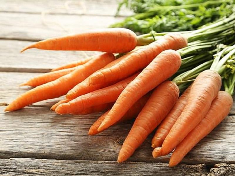 Ăn quá nhiều cà rốt sẽ khiến da của bạn chuyển sang màu vàng cam