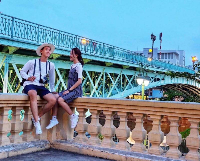 Cầu Mống