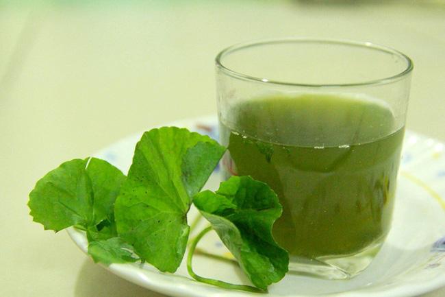 Mỗi ngày uống hai cốc nước rau má sẽ cải thiện đáng kể tình trạng bệnh