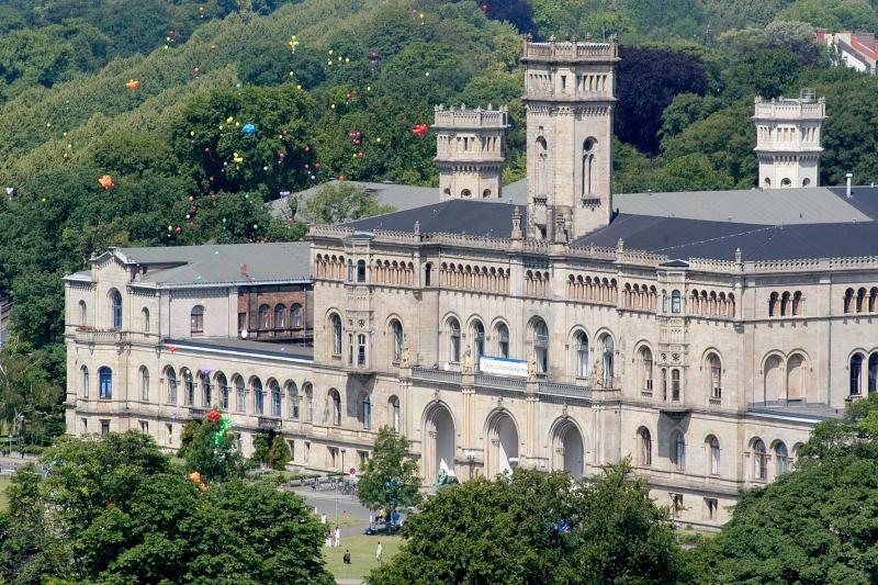 Ngôi trường nhìn như một tòa lâu đài