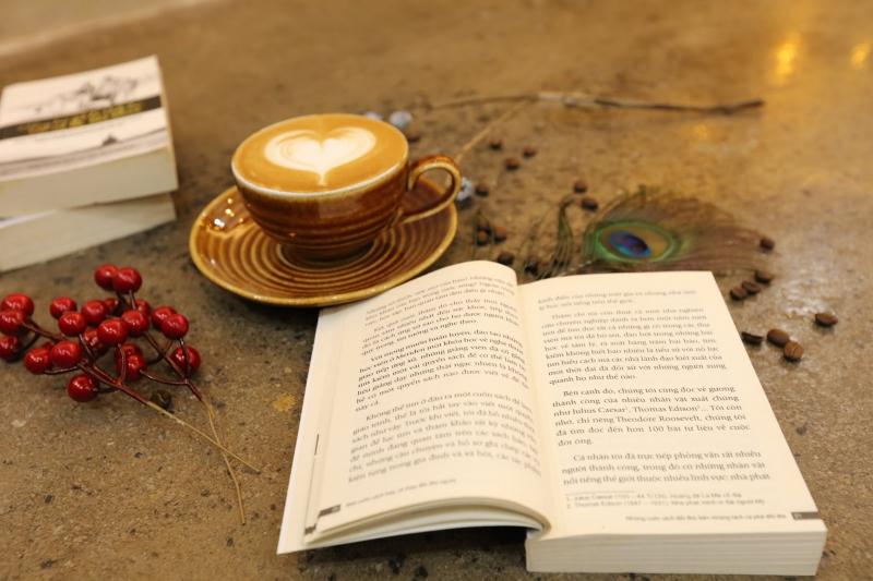 Sách hay, cũng như bạn tốt, ít và được chọn lựa; chọn lựa càng nhiều, thưởng thức càng nhiều