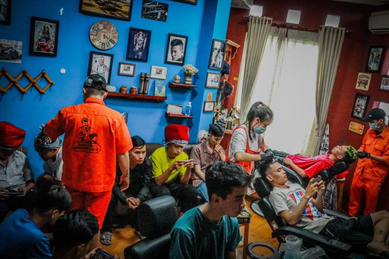 Đông Tây barber shop Gia Lai