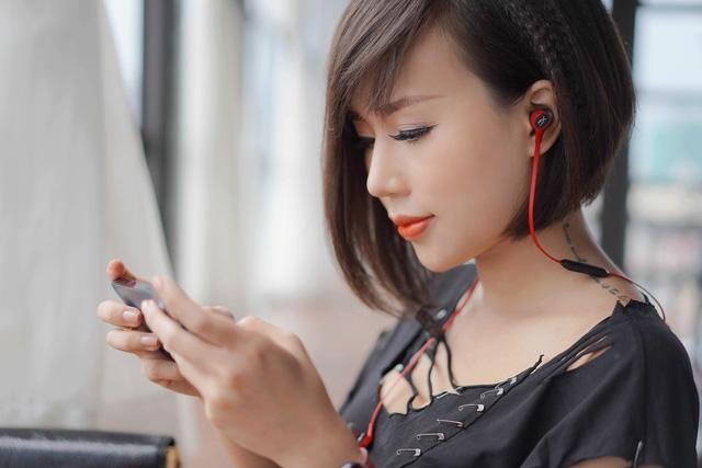 HyperX Cloud Buds Wireless: Tai nghe không dây in-ear cực cá tính